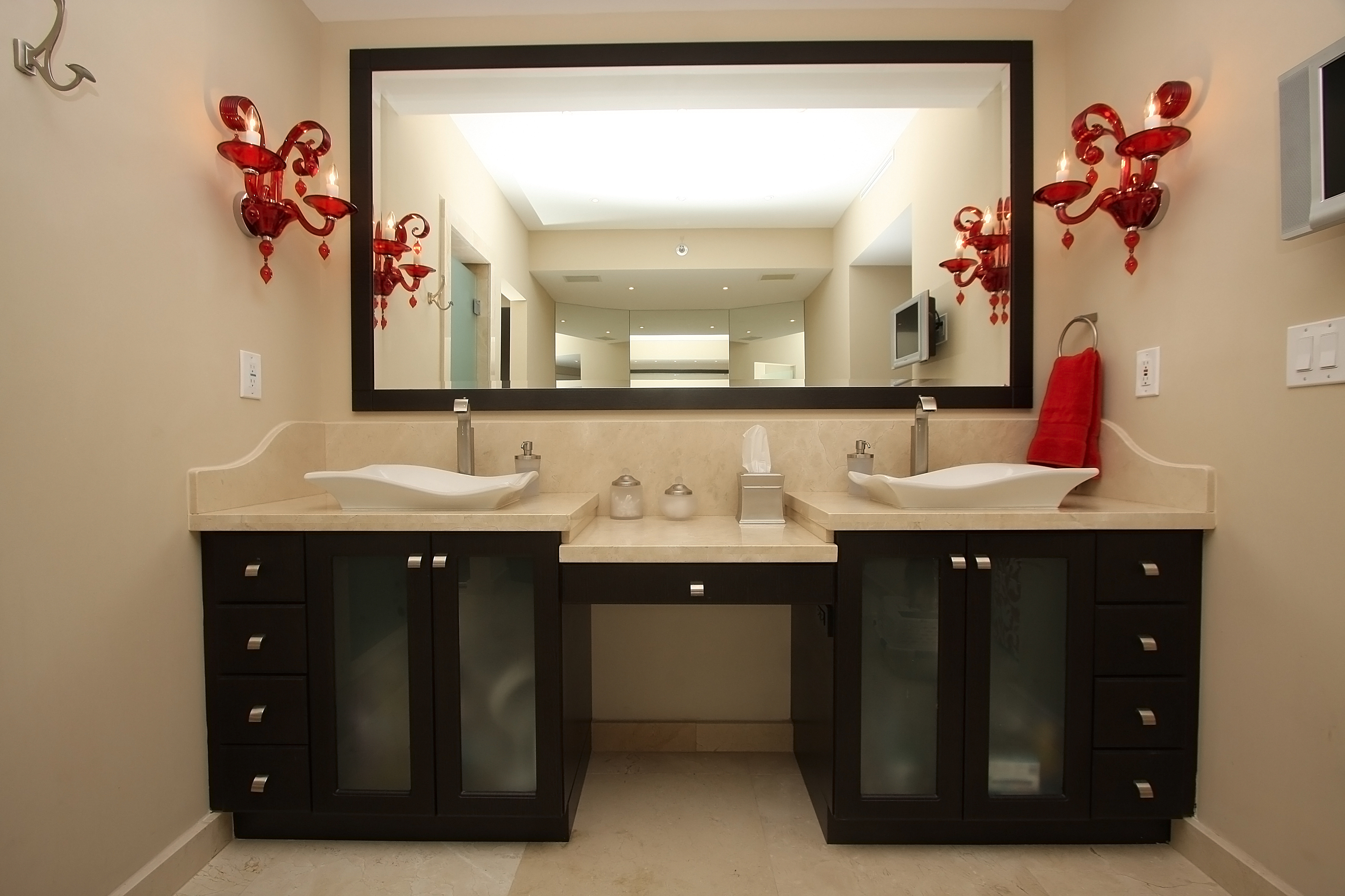 5 tips on organizing your bathroom cabinets and countertops for Bathroom cabinet organizing ideas